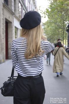 A minimalist's wardrobe is the kind of wisdom your chic grandmother would give you for timeless style. Style Français, Mode Style, French Girl Style, French Chic, Paris Fashion, Girl Fashion, Womens Fashion, Fashion Hats, Style Fashion