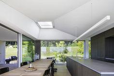 Die Profile der Fensterschiebeelemente haben sehr schlanke Abmessungen | Think Architecture ©Radeck Brunecky, Zürich