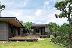 森と溶岩台地が生んだデザイン。様式を超え、風景に溶け込む