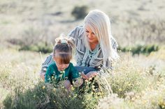 Family Pictures with Toddler // Poses // Shelby Lea Photography