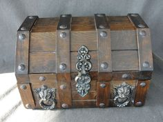 Vintage 1960's Wooden Treasure Chest Jewelry Box w/ Lion Heads Removable Tray #Unbranded