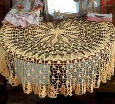 Fine Tablecloth free crochet pattern - 5 Free Crochet Tablecloth Patterns