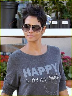 Halle Berry: 'Happy is the New Black'! Halle Berry picks up some fresh groceries at the Bristol Farms Market on Wednesday (October in West Hollywood, Calif. Halle Berry Hairstyles, Short Hairstyles For Women, Hairstyles Haircuts, Celebrity Hairstyles, Short Sassy Hair, Short Hair Cuts, Hallie Berry Short Hair, Halle Berry Style, Halle Berry Pixie