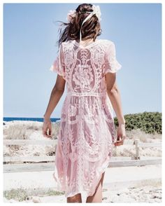 "PRETTY WIRE® on Instagram: ""Robe Juliette rose • pour un look parfait en sortie de plage #prettywire #shop #summer #shooting #crush #lace"""