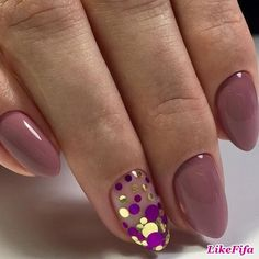 I love the accent nail!