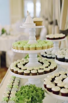 green-wedding-cupcakes-stand