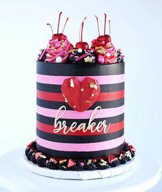 Heartbreaker cake Cute Birthday Cakes, Beautiful Birthday Cakes, Beautiful Cakes, Amazing Cakes, Fancy Cakes, Mini Cakes, Cupcake Cakes, Cupcakes, Valentines Day Desserts
