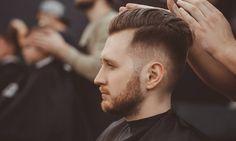 7 Μοντέρνα Ανδρικά Κουρέματα για το Χειμώνα 2021 Popular Mens Haircuts, Cool Mens Haircuts, Cool Hairstyles For Men, Modern Hairstyles, Trending Hairstyles, Beards And Mustaches, Mustache And Goatee, Walk In Haircuts, Men's Haircuts