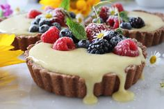 Cake And Food Recipe: Mixed Berry Vanilla Bean Cream Tarts Paleo Sweets, Paleo Dessert, Dessert Recipes, Healthy Desserts, Vanilla Pound Cake Recipe, Chocolate Cake Recipe Easy, Poke Cake Recipes, Homemade Cake Recipes, Paleo Recipes