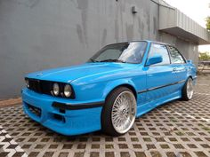 Car brand auctioned:BMW: 3-Series 1991 laguna seca blue rare show paint 5 speed m 42 great driver