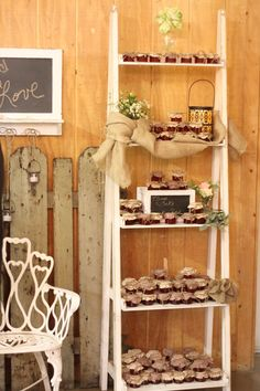 Homemade strawberry jam favors displayed in a ladder shelf Ladder Display, Display Shelves, Ladder Decor, Table Setting Design, Table Settings, Jam Favors, Homemade Strawberry Jam, Rustic Wedding, Wedding Reception