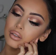 30 Attractive Gold Eyeshadow makeup ideas Try more in 2020 - Make Up Glam Makeup, Eye Makeup Glitter, Bright Eye Makeup, Eye Makeup Tips, Eyeshadow Makeup, Hair Makeup, Makeup Ideas, Rose Gold Eyeshadow, Mac Eyeshadow Looks
