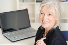 Peut-on encore trouver un travail après 55 ans?  Avec plus d'un million de seniors en recherche d'emploi, voici quelques conseils pour favoriser un retour rapide à la vie active.