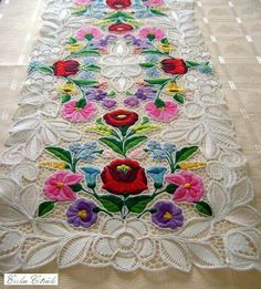 Kalocsa lace (Richelieu) table runner with authentic Hungarian pattern. Embroidery Online, Hungarian Embroidery, Embroidery On Clothes, Silk Ribbon Embroidery, Hand Embroidery Designs, Embroidery Stitches, Embroidery Patterns, Machine Embroidery, Lace Doilies