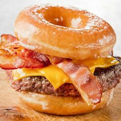 Our Glazed Donut Burger Recipe. One of many of the world's best burger recipes available on The Burger Guide Donut Recipes, Burger Recipes, Beef Recipes, Cooking Recipes, Doughnut Burger, Bacon Donut, Donut Bun, I Love Food, Good Food