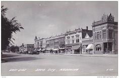 RP: Main Street , East Side , DAVID CITY , Iowa , 30-40s ; Drug Store
