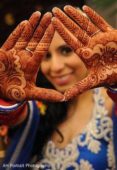 Indian Bride Photography Poses, Indian Bride Poses, Indian Wedding Poses, Indian Bridal Photos, Indian Wedding Couple Photography, Couple Photography Poses, Bridal Photography, Indian Wedding Album Design, Mehndi Photo