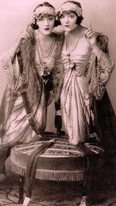 Women Fashion New Fashion – Women Vintage Fashion 1950s, Vintage Mode, Vintage Girls, Retro Vintage, 20s Fashion, Fashion Art, Fashion Dresses, Gypsy Fashion, Womens Fashion