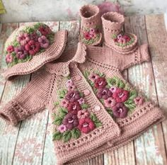 Stricken sie Baby Kleidung 5 Ideas for Knitting With Lace Weight Yarns The maximum sensitive threads Knitted Baby Clothes, Crochet Clothes, Knitted Bags, Baby Knitting Patterns, Crochet Patterns, Baby Patterns, Baby Girl Crochet, Baby Sweaters, Kind Mode