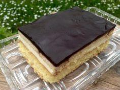 LPG Kuchen- ein Rezept aus der DDR mit Buttercreme, in Weinbrand getränkten Keksen und Schokoguss