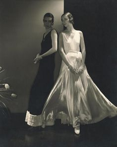 Model Marion Morehouse and unidentified model wearing dresses by Steichen 1930. Beautiful contrast and simple elegance.
