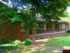 Superb value for an all brick home with 2359 sf, 3 BR 2½ BA, 2 car side load garage on shady corner lot in Northern Hills. Front & back porches, formal DR, plus eat-in kitchen & breakfast bar. Kitchen open to huge family room w/gas FP. Large bedrooms, master has whirlpool tub, walk-in closet. Fenced yard and close to hospital & shopping in Mountain Home AR