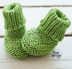 Cómo tejer calcetines para bebé con dos agujas rectas (no circulares): Patrón fácil y rápido para todos los niveles de tejedores (con vídeo) #calcetines #tejidos #botitas #zapatitos #patucos #dosagujas #tricot #soywoolly Crochet Baby, Knit Crochet, Crochet Summer, Baby Knitting, Knit Shoes, Summer Jacket, Baby Booties, Slippers, Fabric