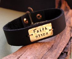 Кожаный браслет для мужчин `Имена`. Украшение с гравировкой на заказ.