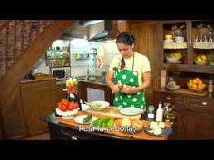 YouTube video: NEEM 1 - Unidad 5 Mi receta de gazpacho - subtitulado en español ...  íexcelente! ... almost the same as I had when studying in Madrid long ago ...