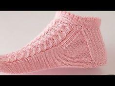 Crochet Rug Patterns, Crochet Bedspread, Baby Knitting Patterns, Hand Knitting, Knitted Baby Clothes, Crochet Baby Shoes, Bed Socks, Knitting Videos, Slipper Socks