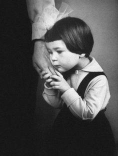 Mom' hand\Рука мамы. Антанас Суткус, 1966 год.