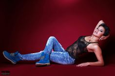 https://flic.kr/p/qrbd9o | Blue Jeans - Red Background | Jeans und transparentes Top mit rotem Hintergrund. Studio Fotoshooting - Fine Art Retouch - Model: More Leen  - Fotograf: Rod Meier, Ulm - Model-Space.de Original-Link: model-space.de/wp-content/blogs.dir/47/files/NextGEN/girl...