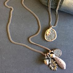 FALL IN LOVE 🌰🍁Acorn & Oak Leaf necklaces in rose gold & silver #acorn #oakleaf #fallinlove #hultquist #hultquistcopenhagen