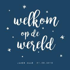 Simpel, clean en lief geboortekaartje voor jongen in donkerblauw met mooie typografie / handlettering.