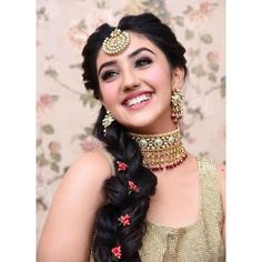 Ashnoor Kaur always rule our heart with her pretty looks! But this time she is making us all go weak at our knees with her vibrant smile striking maang tika and ofcourse that beautiful hairstyle. Close Up, Teen Celebrities, Celebs, Indian Wedding Hairstyles, Stylish Girl Pic, My Hairstyle, Amritsar, Girls Image, Patiala