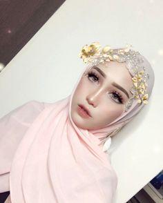 "32.8k Likes, 514 Comments - Madam Asyalliee Ahmad ♡ (@asyalliee) on Instagram: ""Haloo ~ Semalam sis bosan, sis main makeup. huhu Rinduuuuu ngat-ngat. InshaAllah nanti sis buat…"""