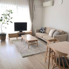 Home Interior Salas Home Room Design, Interior Design Living Room, Living Room Designs, Japanese Interior Design, Japanese Home Decor, Home Living Room, Living Room Decor, Small Apartment Interior, Minimal Apartment