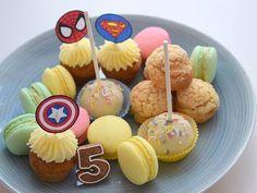 ☺ dnes se bude podávat: ✔ mrkvové minicupcaky ✔ profiteroly s nutella krémem ✔ cakepops v bílé čokoládě ✔ pistáciové, malinové a citronové makronky ✔ perníčky pro mladší účastníky 😁  #homemad #cakepops #carrotcupcakes #macarons #nutella #profiteroles #creampuffs #carrotcake #mrkvac #macaronstagram #whitechocolate #birthday #bdayboy #5years #instabake #bakingmom #bakingtime #foodie #foodlover #kidsparty #birthdayparty #yummy #peceni #oslavanarozenin #homebaker #homebaked #czech… Cakepops, Muffin, Food And Drink, Breakfast, Morning Coffee, Cake Pop, Cake Pops, Muffins, Cupcakes