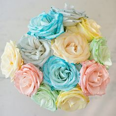 How to Dye Rainbow Roses 🌈💐 This is a beautiful experiment you can do with the kids to show how plants work to transfer water to petals! Dye Flowers, Paper Flowers Diy, Flower Crafts, Craft Flowers, Diy Paper, Flower Art, Rainbow Flowers, Rainbow Colors, Rainbow Things