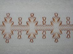 Costurero super util! | A ♥PXLaura♥ A Ribbon Embroidery, Cross Stitch Embroidery, Huck Towels, Swedish Weaving Patterns, Swedish Embroidery, Needlepoint, Needlework, Diy And Crafts, Textiles