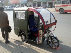 @SuePékin. Un taxi tricycle a moteur (Bajaji, Peking Style)