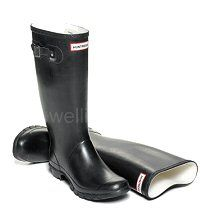Women's Black HUNTRESS wider calf fitting wellies - Same style as the Hunter Original Boots, but shorter in height and with a wider, more generous calf. In women's sizes: UK EU Hunter Wellington Boots, Wellies Boots, Hunter Original, Hunter Boots, Black Boots, Rubber Rain Boots, Calves, Textiles, Lady