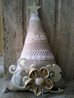 sewing idea for christmas tree ♥ Christmas Ornament Crafts, Christmas Art, Winter Christmas, Handmade Christmas, Holiday Crafts, Christmas Decorations, Yule Crafts, 242, Burlap Crafts