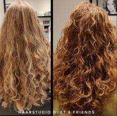 Voor na, before after, krullenknippen. Krullen geknipt bij krullenkapper Haarstudio DUET & friends te Hengelo. hairstyles. Na het krullenknippen haar krullen verzorgd met eigen CG producten, echt een prachtig resultaat. Dit is natuurlijk krullend haar, geen permanent en NIET geknipt met de Curlsys methode van Brian Mclean, model is geknipt door krullenkapper, krullenspecialist, allround hairstylist. Marjan van Haarstudio Duet & friends in Hengelo. www.haarstudioduet-friends.nl Curls, Long Hair Styles, Beauty, Long Hairstyle, Long Haircuts, Long Hair Cuts, Beauty Illustration, Long Hairstyles, Long Hair Dos