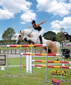 Alycia Burton and her incredible horse 'Classic Goldrush' jumping 6ft or above with no saddle or bridle.
