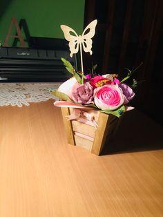 #papercrafts #flowers #crepepaperflowers Crepe Paper Flowers, Wood Boxes, Flower Arrangements, Paper Crafts, Plants, Wood Crates, Floral Arrangements, Paper Craft Work, Planters