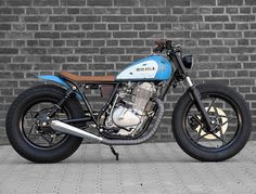 Low and lean Suzuki GN400 by @hombrese.bikes. Thanks for sharing, Uwe! #suzuki #gn400 #bratbike #tracker