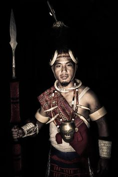 A warrior from the Konyak tribe of Nagaland, India - NE India Naga People, Tribal People, Kids Kiss, Northeast India, India Art, Cultural Diversity, Asian History, Ancient Jewelry, Ethnic Jewelry
