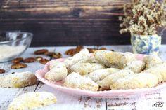 Cornulețe vegane fără gluten - Home is where you cook Fără Gluten, Cereal, Cookies, Breakfast, Desserts, Food, Crack Crackers, Morning Coffee, Tailgate Desserts