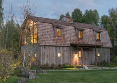 Peek inside this beautiful barn conversion in Wyoming that combines elements of rustic country living with the sleek, modern design of a city loft. Hay Barn, Rustic Barn, Modern Barn, Modern Rustic, Vintage Modern, Cabinet D Architecture, Vernacular Architecture, Classical Architecture, Converted Barn